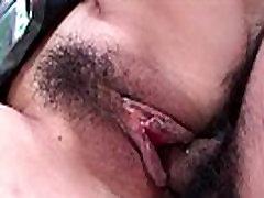 Roztomilé Asijské děvka s chlupatou kundu prdeli