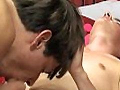 Gay porn twink fucks fat boy Nathan har en varm, tonet eiendeler og setter