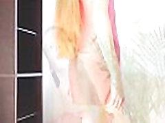 Erotična rdeča perilo predstavitvene od sladkega lutka Mika