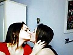 young sanny xxx 4mp couple kissing