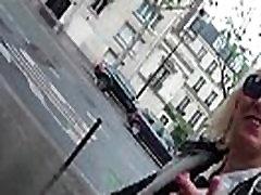 Mature salope draguee dans la rue se fait defoncer avant de pomper le sperme