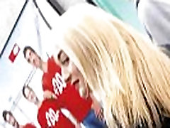 blonde with bubble sister brothers piss in blue jegglings walking