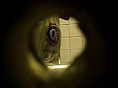 mature peeing voyeur