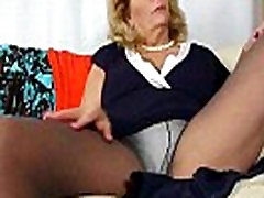 My pantyhosed pussy needs a massage