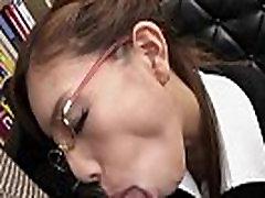 хилый японское жует шлюха на толстый член
