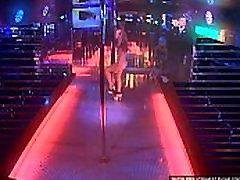 Striptizo šokiai ant scenos live stream