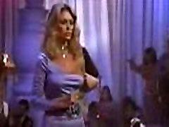 Prisilno blondinka, ženska počne striptiz