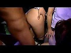 Massor av grupp-sex på dansgolvet