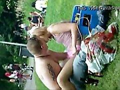 Somi aptaustīšana parkā sleep sex repsex pie saviem draugiem