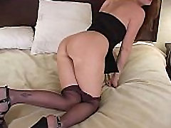 Sexy babe masturbating in guru les wanita on hotel bed pt 3