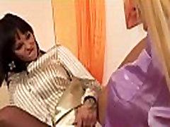 Apsirengęs lesbos laižyti pūlingas ir piršto