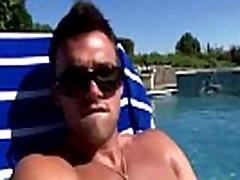 Pornstar rieciens Trystan Bull gailis tugging