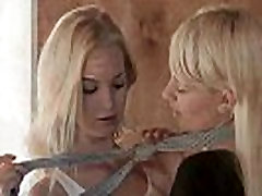 2 blondinka lezbijke teen dekleta poljubljanje