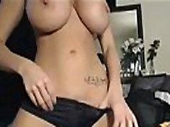Slutwife bigtits masturbates show with toys on webcam
