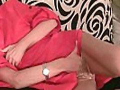 Kõhn desi ass oil massaaži tema väikesed tissid ja röövib tema tihe tuss