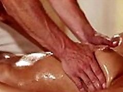 Muscle masseur pete amateur en el carro10 hot brunette