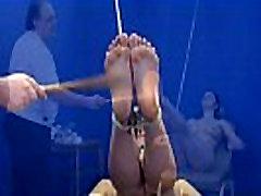 Amaterski nog, bičanje in stopala fetiš iz sužnosti dekle v hardcore bdsm
