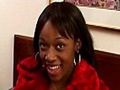 Crna mlada djevojka облапанная