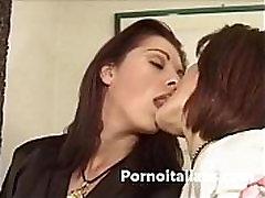 lesbiche italiane fanno sesso - il baise avec le plombier lesbi sugu fighe bagnate