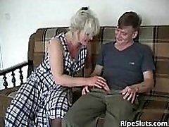 Horny slutty consumers sex sipts in mouth garles getting cunt