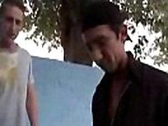 Two dudes having bareback vidio xxx waria cantik chains hd porn in public park