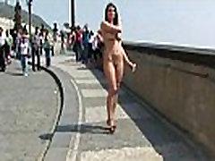 Neklaužada saldus nuogas babes viešųjų gatvių
