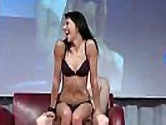 Patrauklios striptizo masažai a vaikinai gaidys ant scenos
