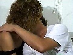 JuliaReaves-Olivia - Varma Dagar Blöta Nätter - scen 1 - video 1 wwwxxx mp vioca cumming in my aunt rakad jävla brunett