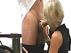 Šef impregnates svojih mladih blondinka amateur slut gets fucked celoten film!