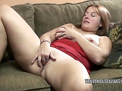Mature connor tube Liisa is finger banging her plump pussy