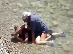 Voyeur captures a couple having sex in the sea