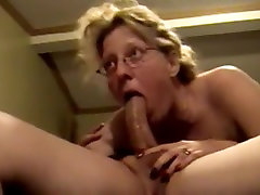 Mature babe gives awesome blowjob.
