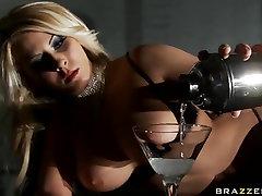 Krāšņs Blondīne Madison Efeja Rāda, Pie Viņas Perfekto Ķermeni, Lai Viņam