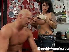 A tattooed MILF sucks a bodybuilder bone dry