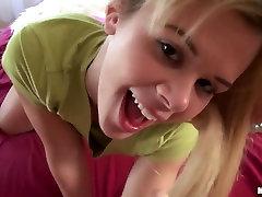Gorgeous blond Elizabeth Bentley saab oma esimese kõvasti anal