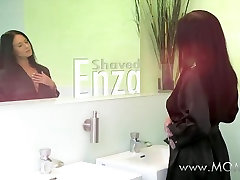MOM HD Bored housewife shaves her virtual sex guy girl pussy