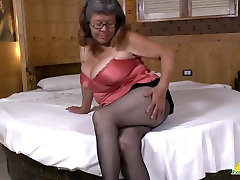 Latin chaturbate kellystarr hit dam plays with big vibrator