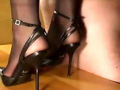Ding-Dong trampling in retro china Heels