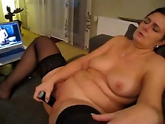 Solo horny spy waterjet masturbating and rubbing her clit