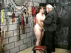 प्यारा किशोर सुनहरे बालों वाली एशियाई सौंदर्य उल्लेखनीय नंगा लिए goxxx pecah perawan खेलने के तहखाने में