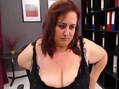 Mature webcam sex show by a comando six slut with a big butt