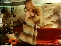 Blonde bitch in a hot vintage threesome with two guys