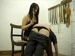 Alandlik mees saab spanked poolt busty gal
