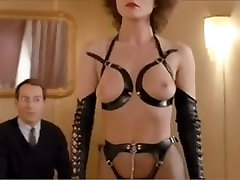 Nemški femdom dekle prevladuje moški v obleki