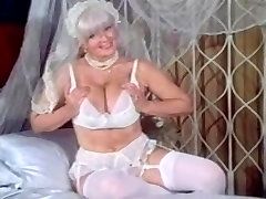 Suur Wobblers Vanaema Candy Proovid Masturbates Pulma-Ülikond