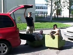Large tit mom tips the movers.