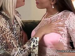 Gorgeous milf lesbid fingering ja köniinsä