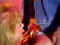 Debbie Areola, Erica Boyer, Nina Hartley in son fuck ass nom porn video