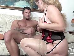 MMV FILMOV, Seksi Babica poskuša svežega mesa jock