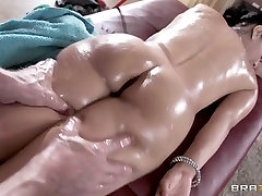 Dirty Masseur: Seeing With His Hands. Isis Love, Johnny Sins